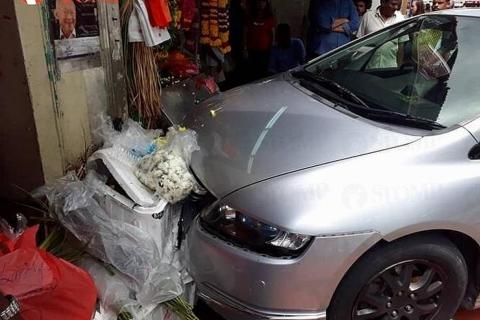 Worker Hurt After Car Crashes Into Little India Roadside Stall