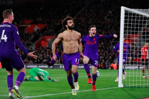 a543d83e821 Mohamed Salah (centre) celebrates ending his goal drought with Jordan  Henderson (far left) and Andy Robertson.PHOTO: REUTERS
