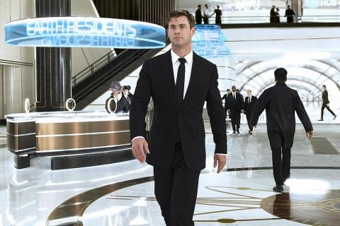 After New Men In Black Hemsworth Is Excited To Think Aliens