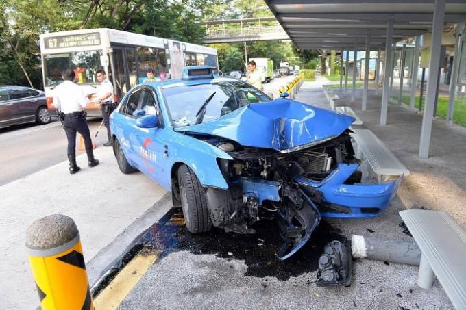 Bukit Timah Accident Taxi Crashes Into Bus Stop Outside Schools