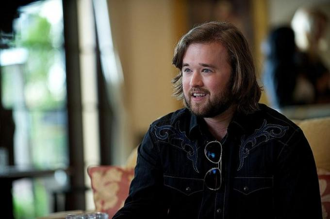 A young Haley Joel Osment in 'Sixth Sense' and Haley Joel Osment ...