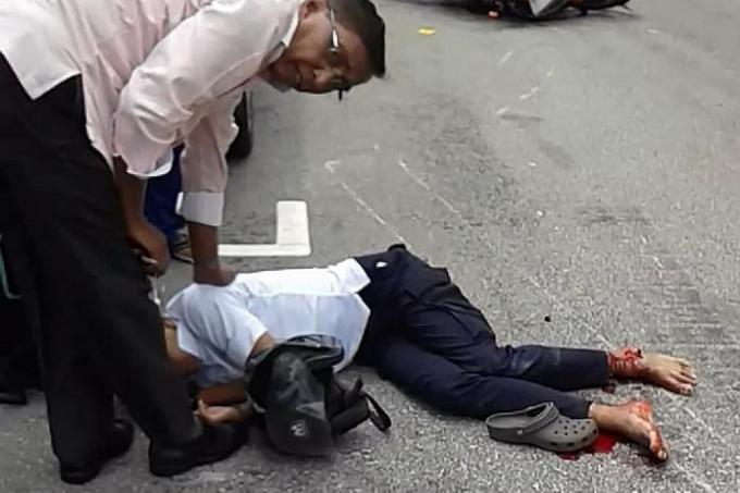 Deliveroo rider hurt in Little India crash, Latest Singapore