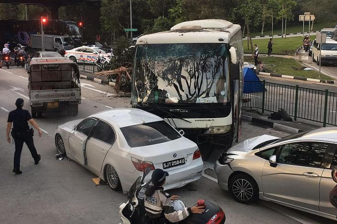 New Pioneer Travel >> Cyclist killed in multi-vehicle accident , Latest Singapore News - The New Paper