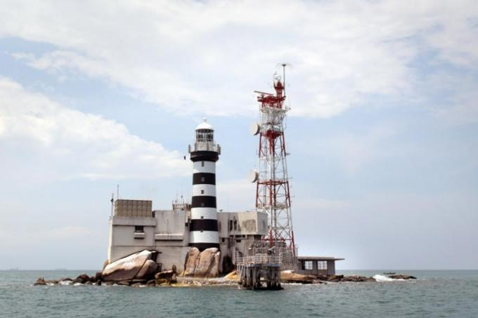 Malaysia asks International Court of Justice to rule on waters around Pedra Branca; Singapore to oppose application