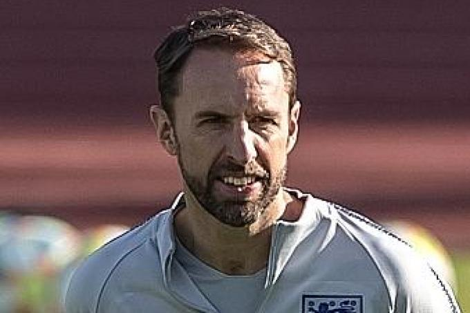 Gareth Southgate considering reverting to back three