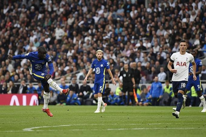 Chelsea go top after London Derby win