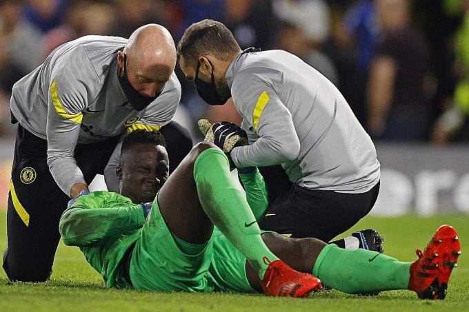 Chelsea goalkeeper Mendy in race to be fit for Man City clash