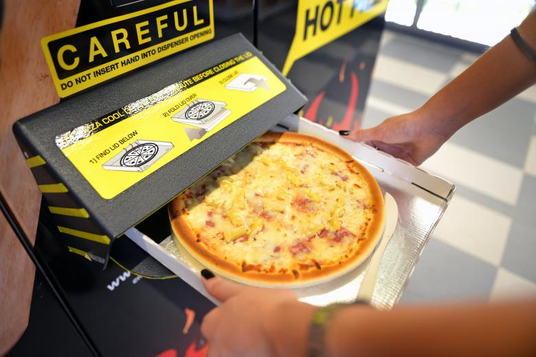 Pizza Chef Mario di Singapura