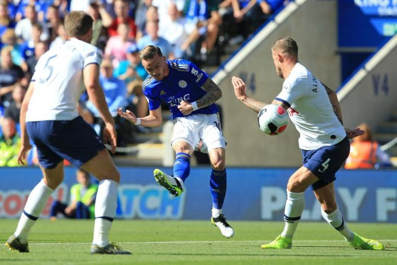 Leicester sink Spurs to climb into third spot