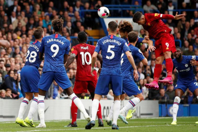 Liverpool pip Chelsea 2-1 for sixth straight EPL win