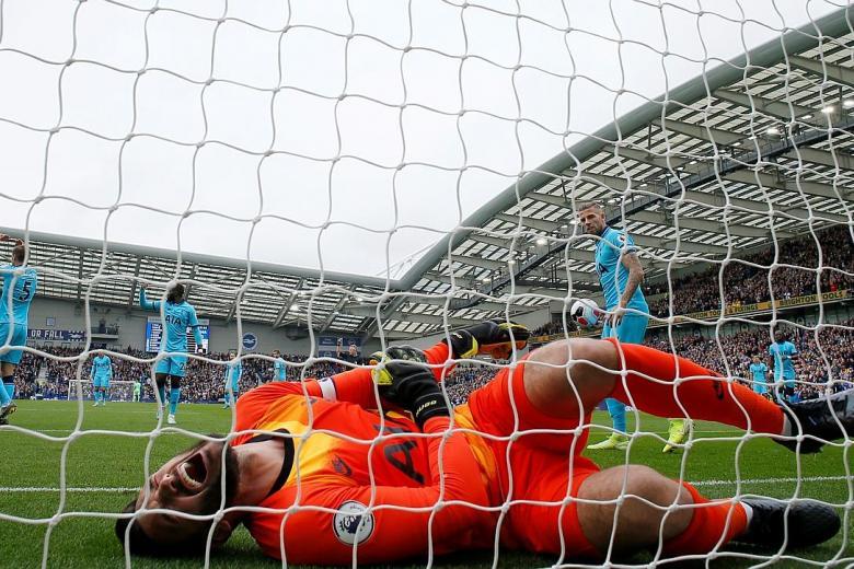 Tottenham goalkeeper Hugo Lloris suffers horror elbow injury