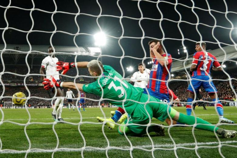 Firmino's late goal gives Liverpool 2-1 win at Palace