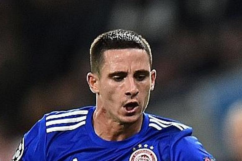 Wolverhampton Wanderers sign winger Daniel Podence from Olympiakos