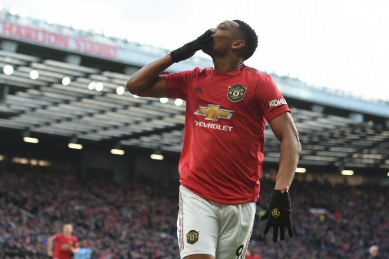 Solskjaer feels fans' love as United complete EPL derby double over City